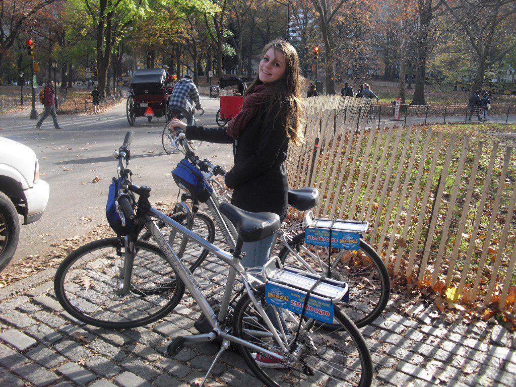 Aukje met de fietsen