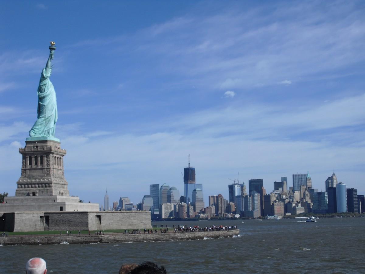 Het Statue of Liberty en de skyline van New York