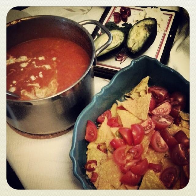 Mexicaanse tomatensoep met Chili nacho's