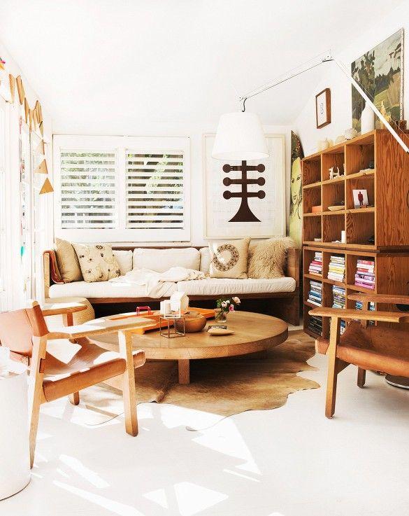 Interieur met warme kleuren en hout