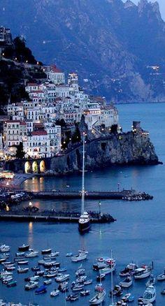 Amalfi bij avond