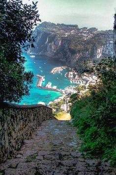Weg naar haven Capri