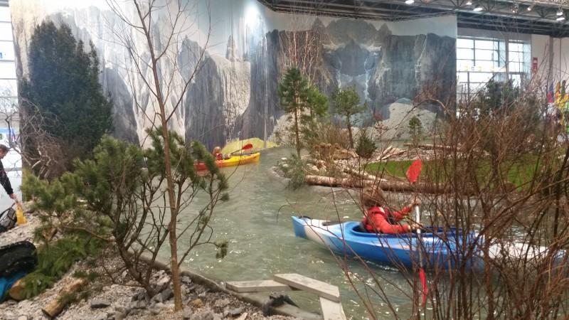 Boot Dusseldorf kanoe people