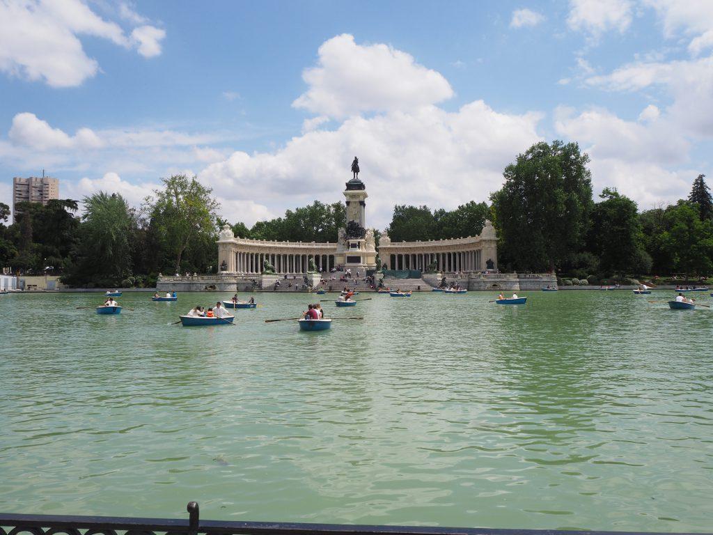 estanque grande del retiro madrid