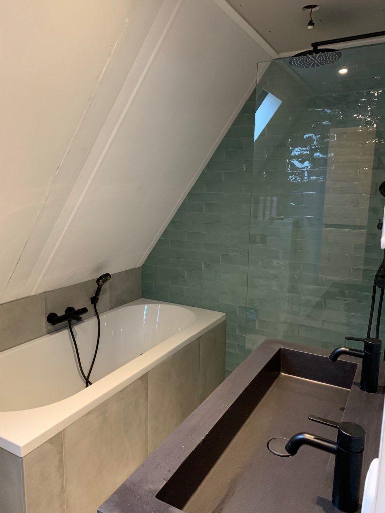 Interior: badkamer bad