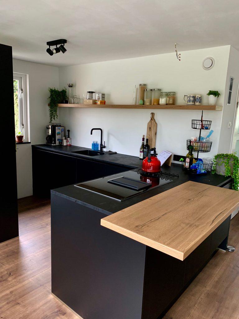Interior: Onze mat zwarte keuken!