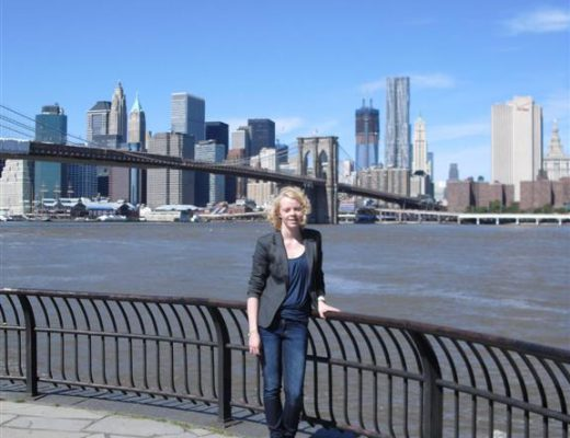 I have it in my own hands - Stage New York - Laura Brooklyn Bridge