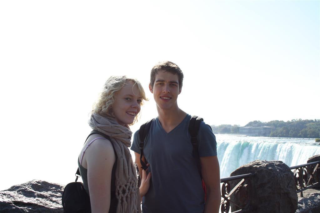 Laura en Ben bij de NIagara falls